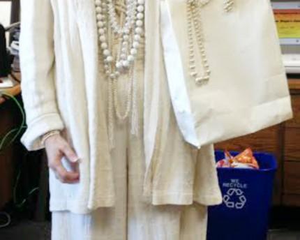 Pearls-of-Wisdom-Halloween-costume-thoughtful-gift-idea