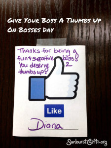 give-boss-thumbs-up-bosses-day-gift2