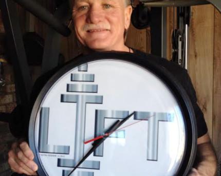 gym-clock-motivation-thoughtful-gift-idea