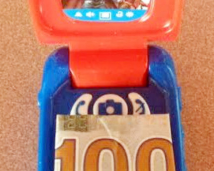 toy-flip-phone-hidden-cash-thoughtful-gift-idea